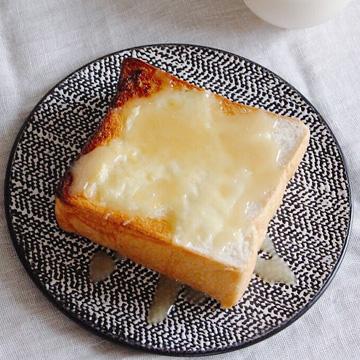 ぬちまーすを使ったあまみそ(あんだんすー)で味噌トースト。