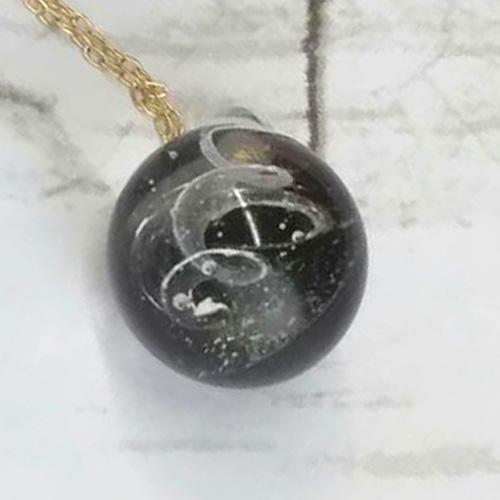 パワースポットで清めたぬちまーす(塩)をガラスに閉じ込めたぬち玉。