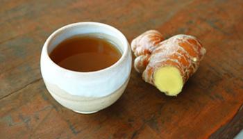 ぬちまーすと沖縄の黒糖を生姜パウダーに加えました。しょうがはぽかぽか代謝が高まります。
