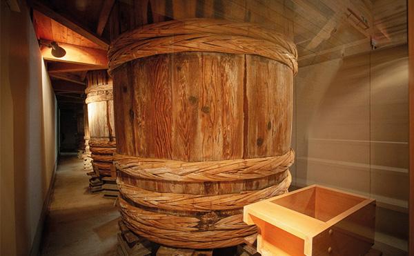 ぬちまーす仕込みの天然醸造(本格醸造)醤油(醤油)