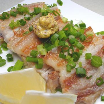 ぬちまーす仕込みのすーちかー(豚肉の塩漬け)沖縄伝統の味です。